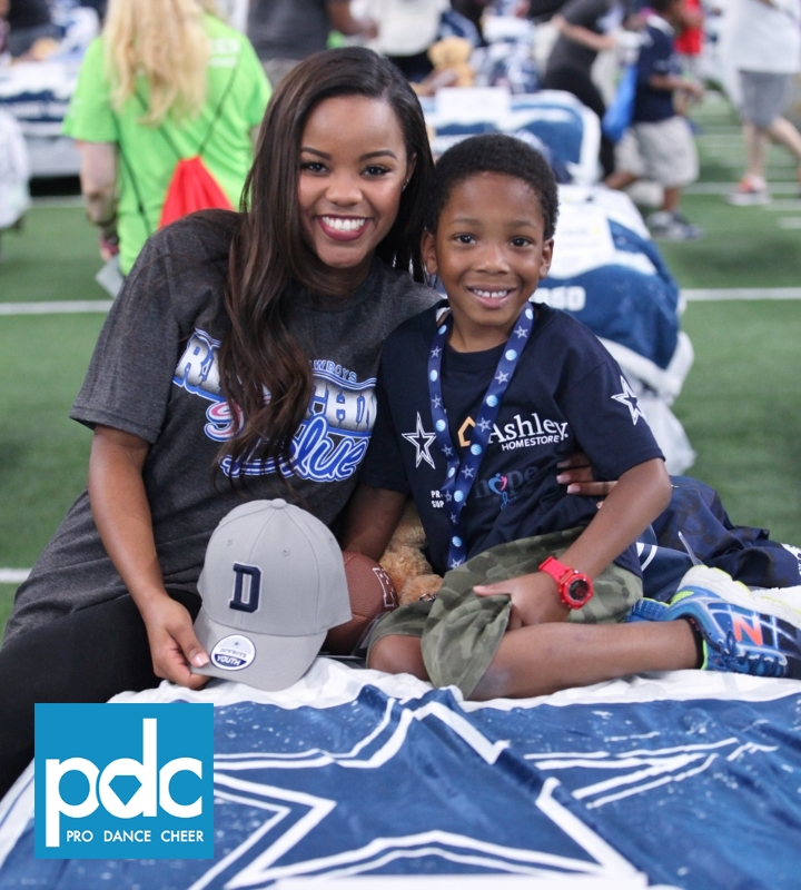 Dallas Cowboys/Ashley HomeStore Sleepover (1)